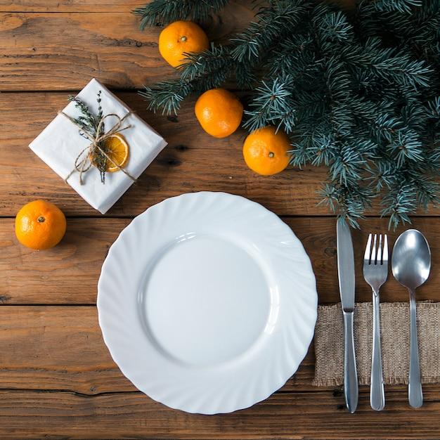 Kerst tabel couvert met vakantie decor Premium Foto