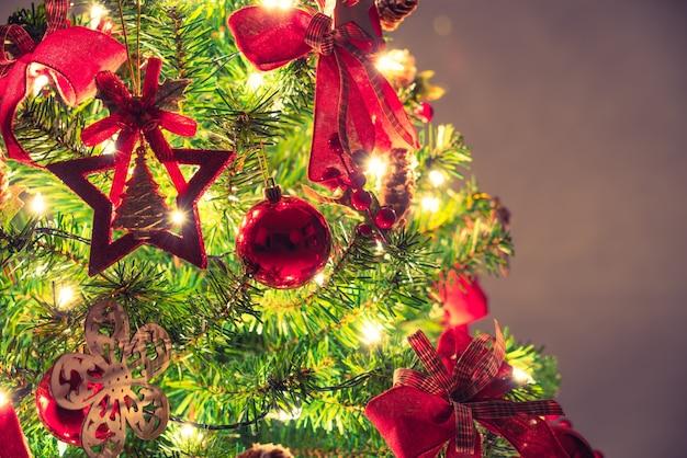 Kerstboom en decoraties (gefilterde afbeelding verwerkt vintag Gratis Foto