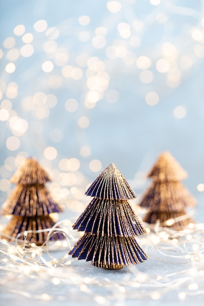 Kerstboom op bokeh achtergrond. Premium Foto