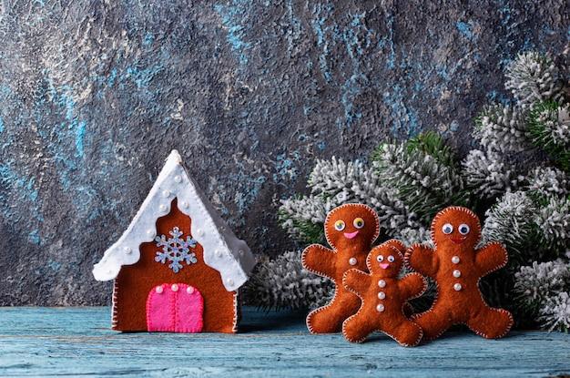 Kerstboom speelgoed gemaakt van vilt Premium Foto