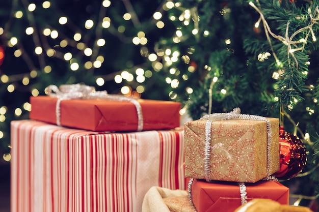 Kerstboom uitstekende filter als achtergrond. Premium Foto