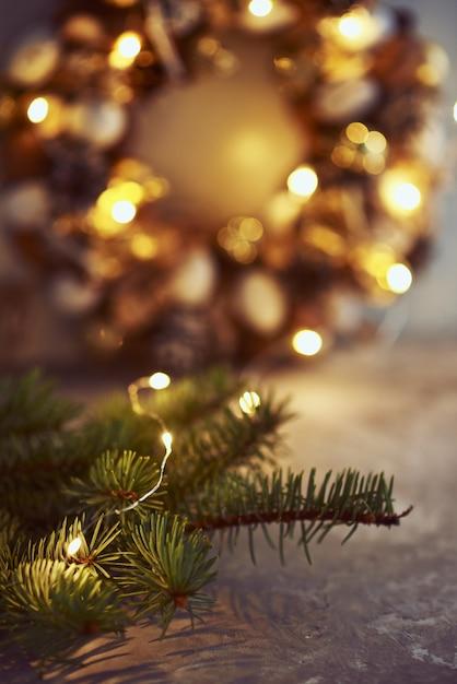Kerstdecoraties met slingerlichten Premium Foto