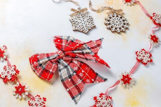 Kerstdecors, ballen, sneeuwvlokken. Gratis Foto