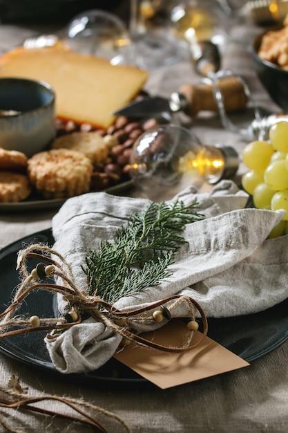 Kerstdiner gedekte tafel Premium Foto