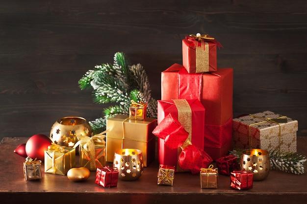 Kerstgeschenkdoos en decoratielicht Premium Foto
