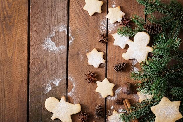 Kerstkoekjes en klatergoud Gratis Foto