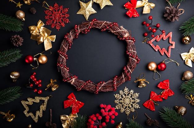 Kerstkrans met decoratie. kerstmis en nieuwjaar achtergrond Premium Foto