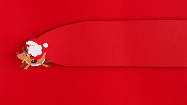 Kerstman en rendieren vliegende kopie ruimte label Gratis Foto