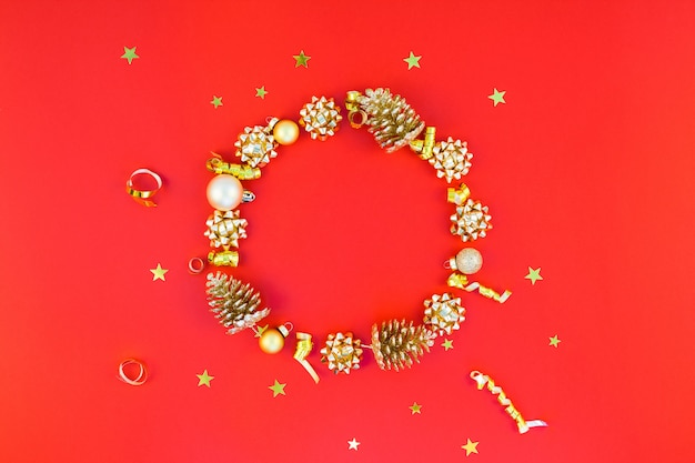 Kerstmis gouden ronde krans frame achtergrond Premium Foto