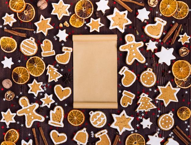 Kerstmis van peperkoekkoekjes leeg document voor de sinaasappelenkaneel van het recept nieuwe jaar Gratis Foto