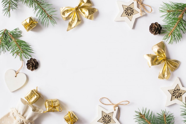 Kerstmisachtergrond met sterren, takspar, hart Premium Foto