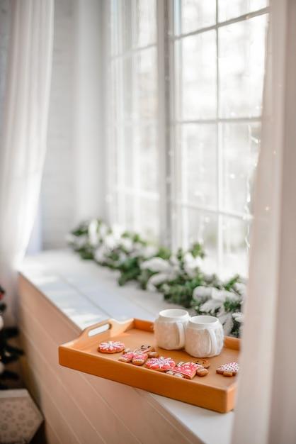 Kerstmisbinnenland met giftdozen en kerstmisdecoratie Premium Foto