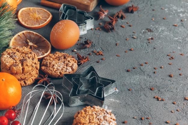 Kerstmisgebakje het koken, kerstmis die feestelijk concept koken Premium Foto