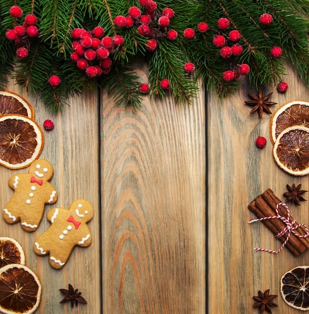 Kerstmisgember en honings kleurrijke koekjes Premium Foto