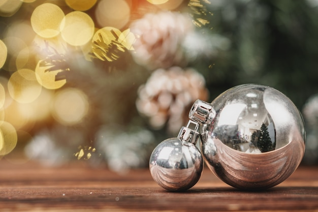 Kerstmissnuisterijen op houten lijst aangaande bokehachtergrond Premium Foto