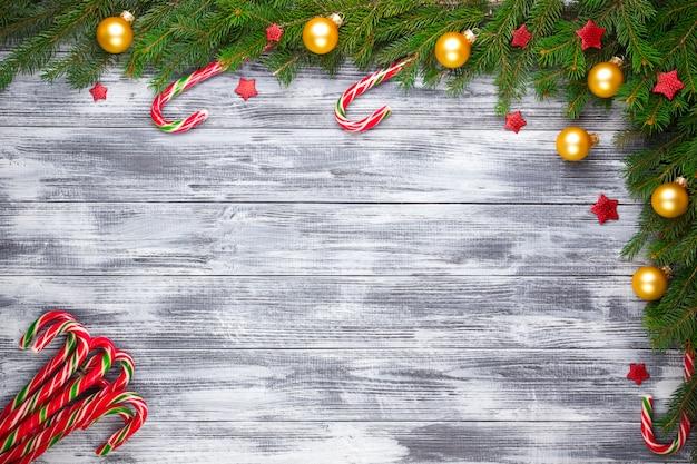 Kerstmisspar op houten achtergrond Premium Foto