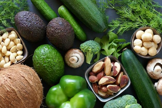 Ketogenic dieetgroenten en noten voor laag carburatordieet Premium Foto
