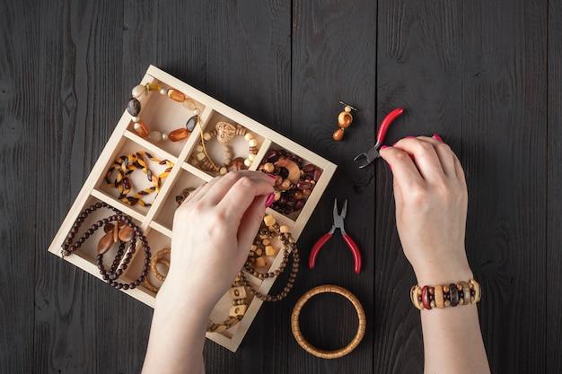 Ketting kralenkist voor zelfgemaakte sieraden Premium Foto