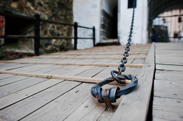 Kettingpoort van oud kasteel Premium Foto