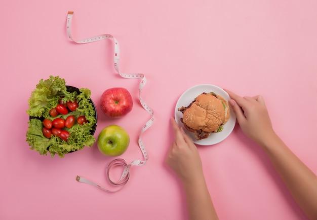 Kies voedingsmiddelen die gunstig zijn voor het lichaam Gratis Foto