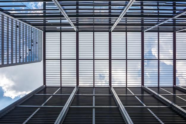 Kijkend naar de moderne commerciële gebouwen in de economische zone kunshan in china Premium Foto
