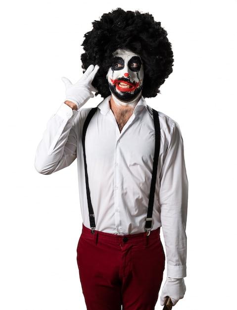 Killer clown met mes zelfmoord gebaar Gratis Foto