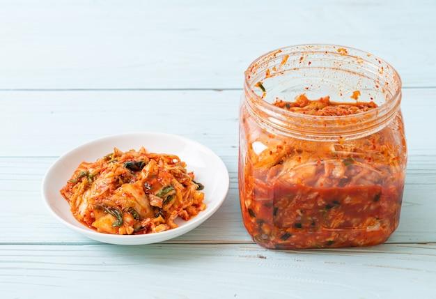 Kimchi-kool op plaat Premium Foto