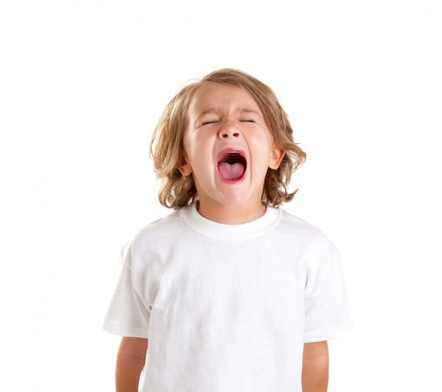 Kinderen jongen schreeuwt expressie op witte achtergrond Premium Foto