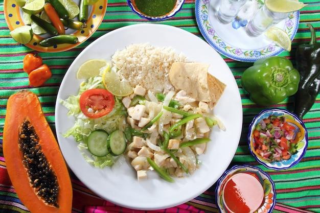Kip mojo de ajo knoflooksaus mexicaanse chili sauzen Premium Foto