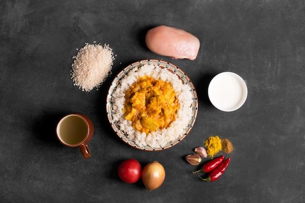 Kipcurry met rijst Premium Foto