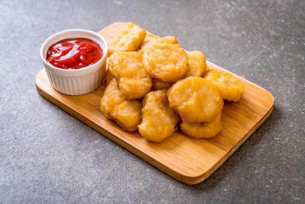 Kipnuggets met saus Premium Foto