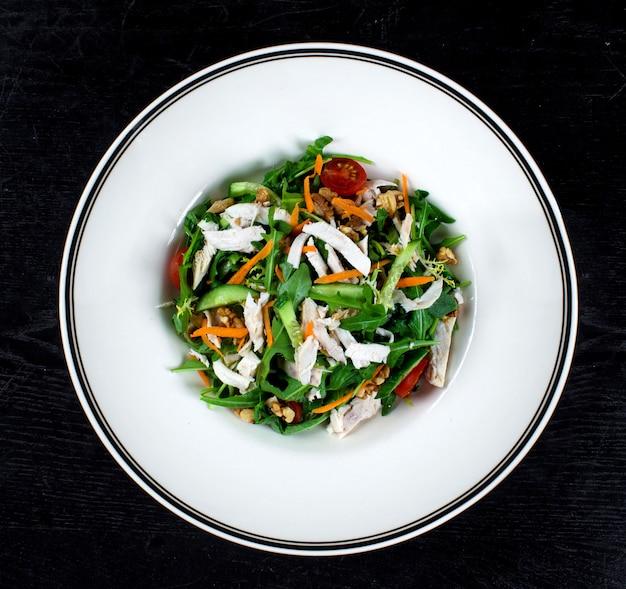 Kippensalade met rucola en noten Gratis Foto