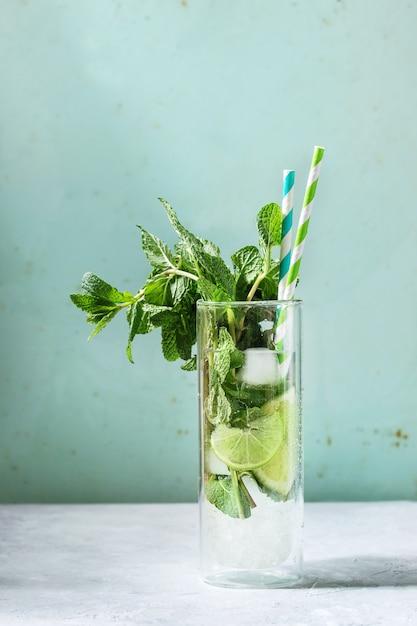 Klassieke mojito-cocktail Premium Foto