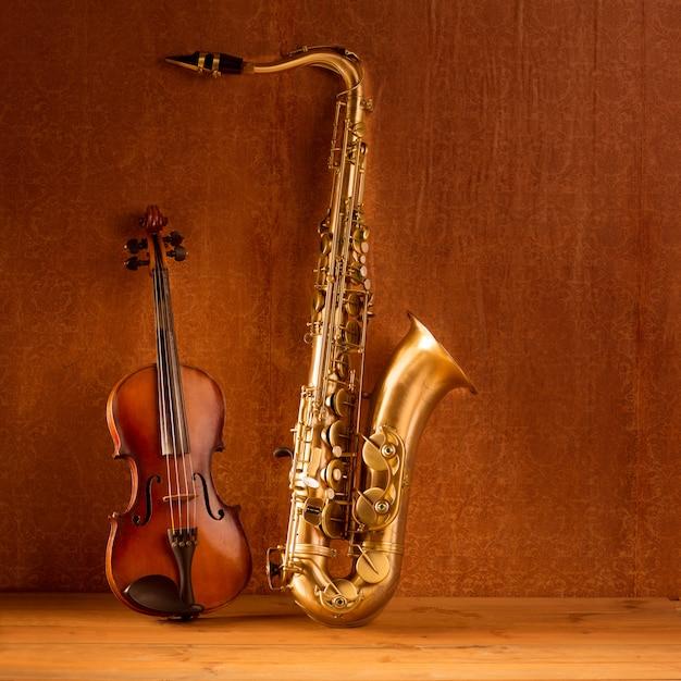 Klassieke muziek sax tenorsaxofoon viool in vintage Premium Foto