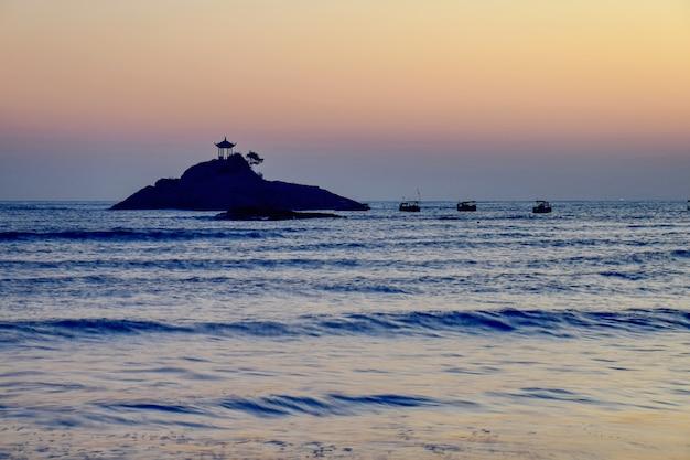 Klein eiland in het midden van de zee foto gratis download - In het midden eiland grootte ...