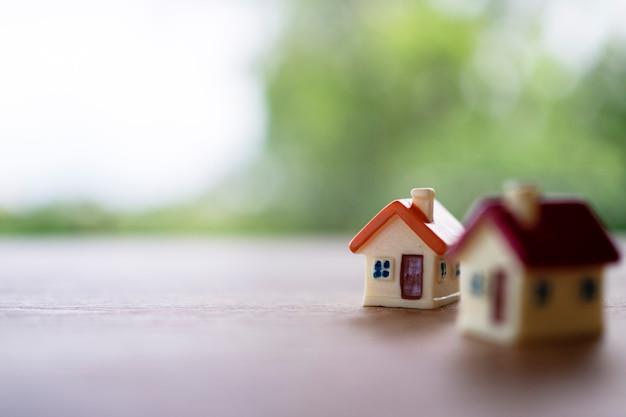 Klein huis . huis te koop en huis te huur. Premium Foto