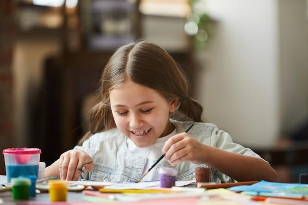 Klein meisje schilderij foto Premium Foto