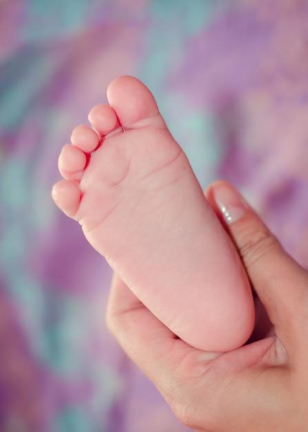 Kleine baby voet Premium Foto