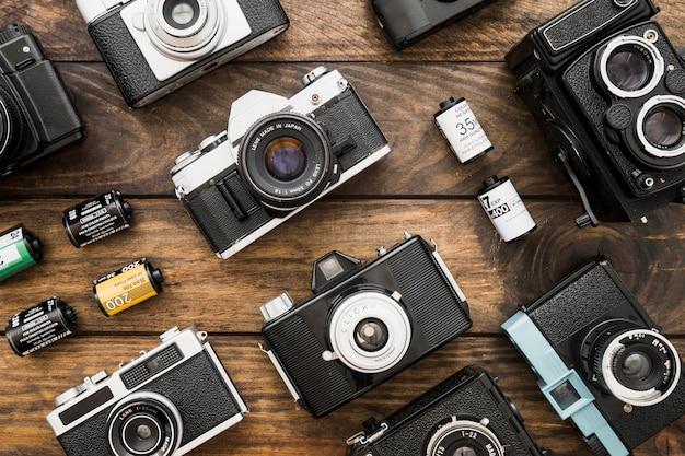 Kleine filmcartridges te midden van camera's Gratis Foto