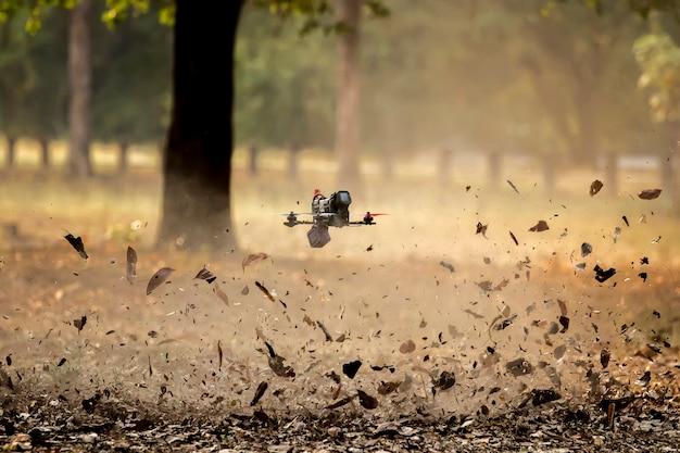 Kleine geforceerde vliegtuigen of drone. Premium Foto