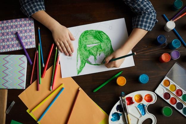 Kleine jongen tekening monster Premium Foto