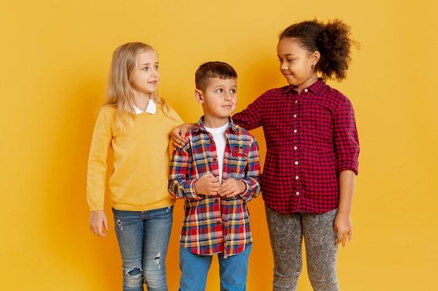 Kleine kinderen bij boekdag evenement Gratis Foto