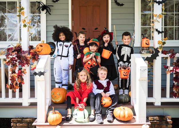 Kinderen Halloween.Kleine Kinderen In Kostuums Van Halloween Foto Gratis Download