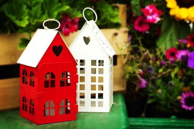 Groene Hart Huizen : Kleine leuke tuin huizen met hart vorm windows op groene houten