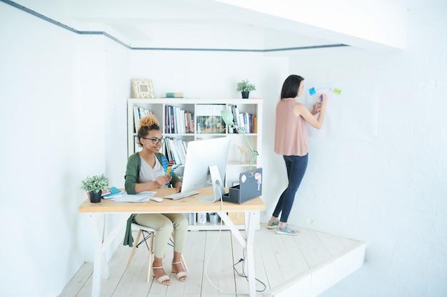 Kleine ontwerpstudio Premium Foto