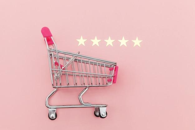 Kleine supermarktkar voor boodschappen met wielen en 5 sterren Premium Foto