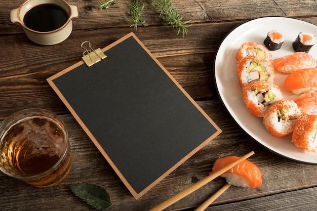 Klembord met sushi en kopiëren plakken Gratis Foto