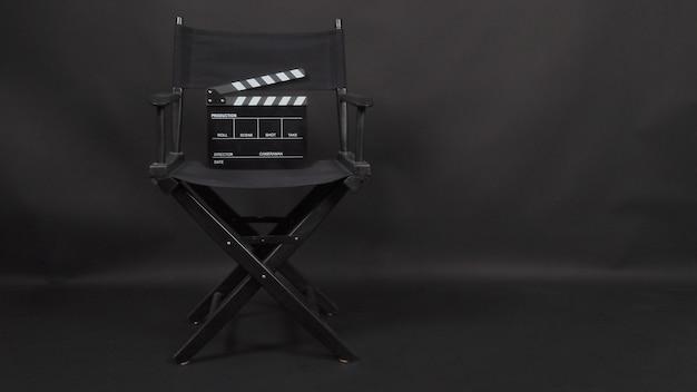 Klepelbord of filmleisteen met regisseursstoelgebruik in videoproductie en bioscoopindustrie Premium Foto