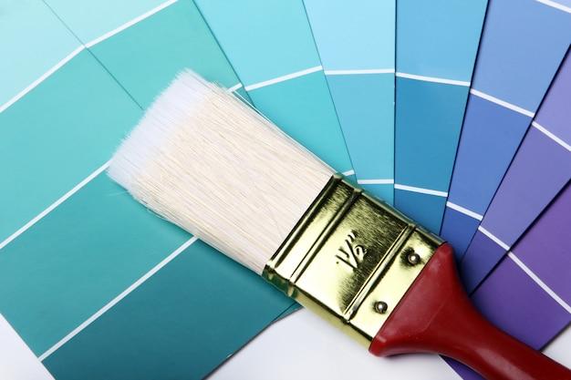 Kleurenpalet catalogus of schema en penseel Gratis Foto
