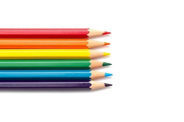 Kleurpotloden geïsoleerd op een witte achtergrond, Premium Foto